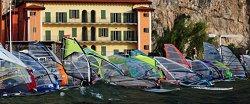 Festa surfisti a Campione del Garda