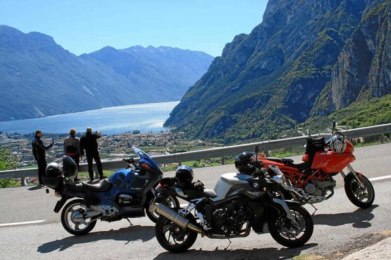 In moto sul Lago di Garda