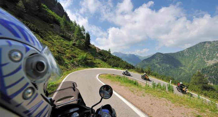 Giro dei tra laghi in moto vicino al Lago di Garda