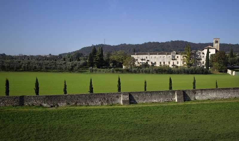 Abbazia di Maguzzano dalla pista ciclabile Desenzano/Maguzzano