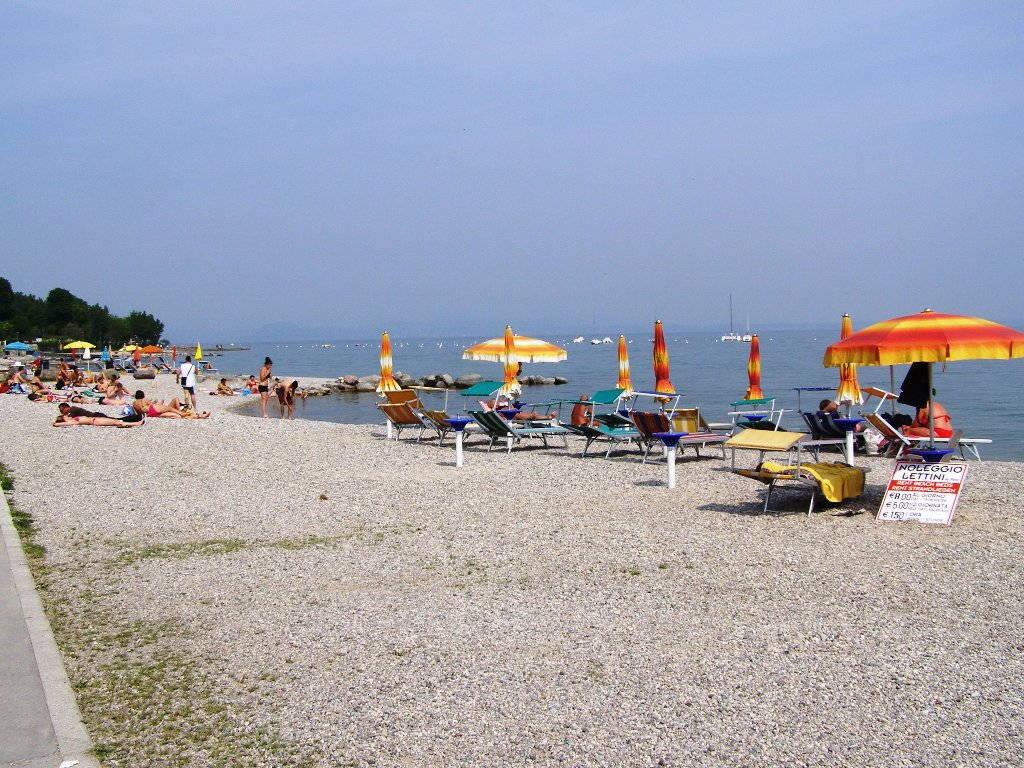 La spiaggia di Moniga sul Lago di Garda