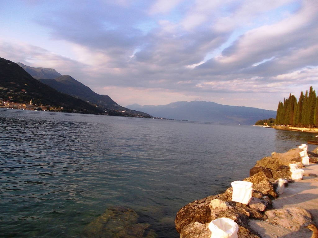 Immagini gratis dei panorami pi belli del lago di garda for Foto desktop estate