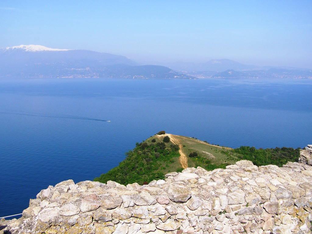 Panorama dal Lago di Garda: Rocca di Manerba