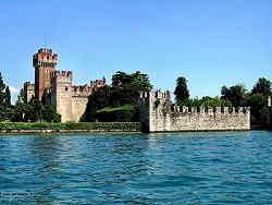 Castello scaligero di Lazise dal Lago