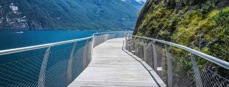 Pista ciclabile e passeggiata a Limone sul Garda