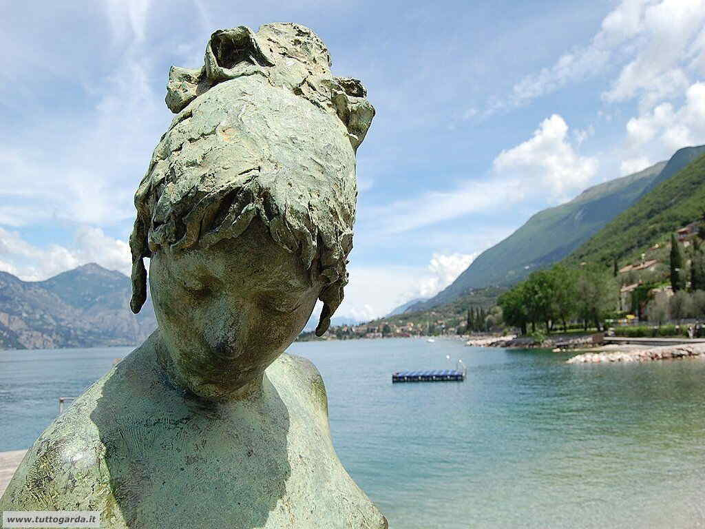 Statua di Luisa Granero a Cassone