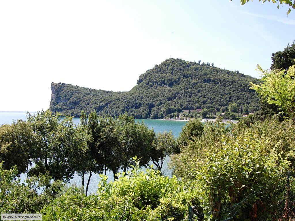 Vista sulla Rocca di Manerba