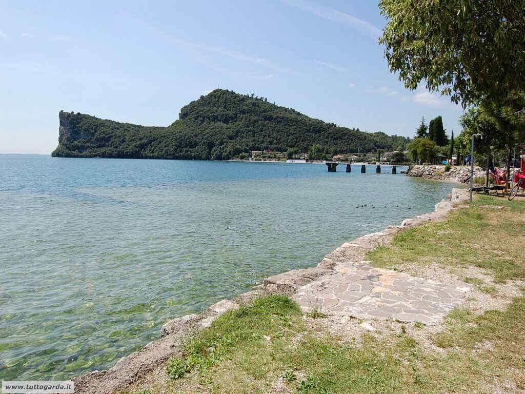 Rocca di Manerba sul lago di Garda