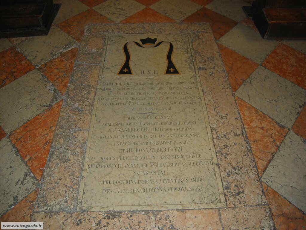 Chiesa di Manerba del Garda-003.JPG