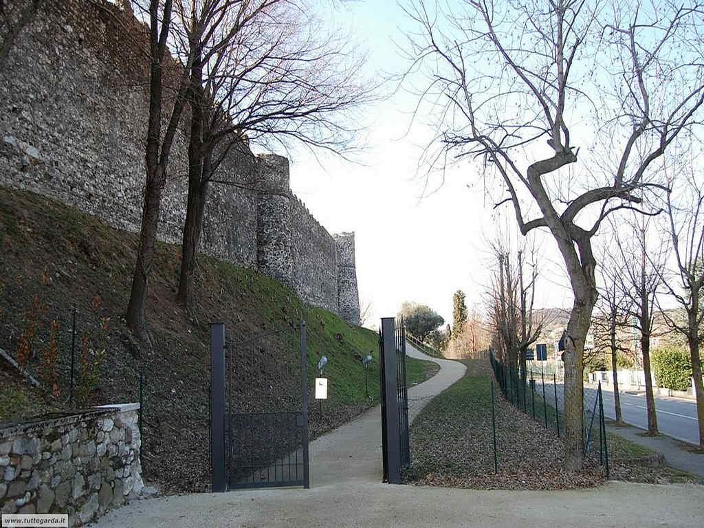 Accesso al parco che circonda il castello9