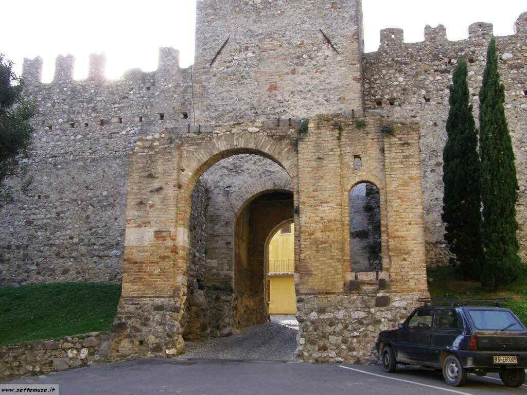 Castello di Moniga - Porta d'accesso dall'esterno