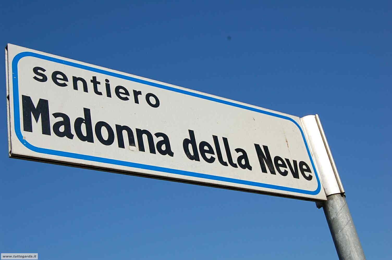 _sentiero_madonna_neve