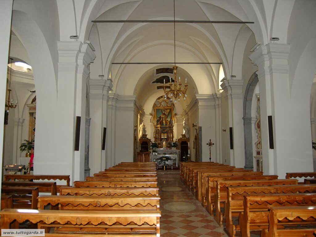 Parrocchia  di Sant' Andrea a Torbole navata centrale