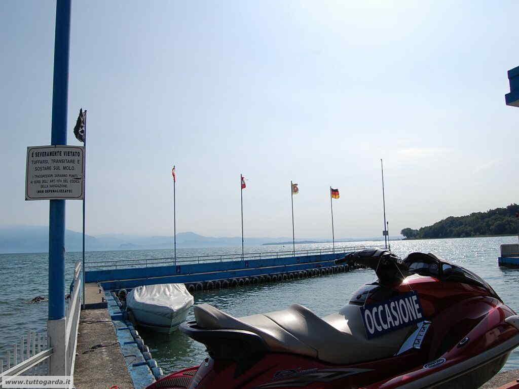 Barche sulla Spiaggia Casina di Padenghe sul Garda - Bs -
