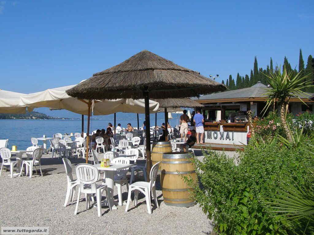 Chiosco beach bar Mokai spiaggia Salò
