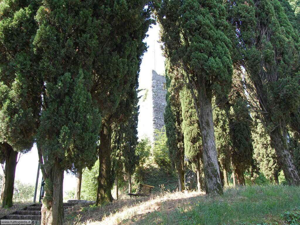 Soiano del Lago (BS) Foto del Castello 003