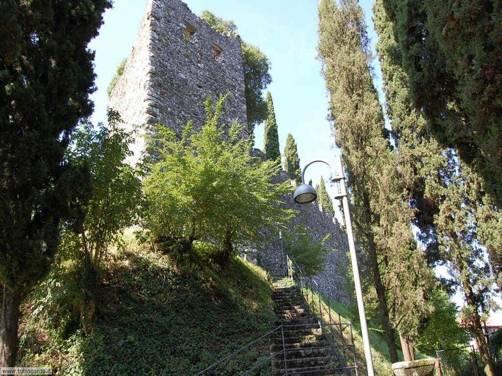 Soiano del Lago (BS) Foto del Castello 004