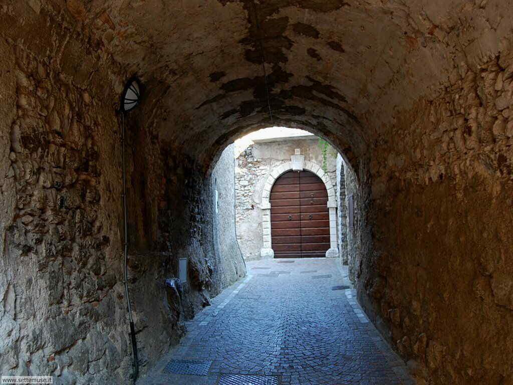 Gardola di Tignale, centro del paese 11