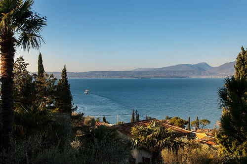 Panorama sul Lago di Garda dalla terrazza dell'appartamento